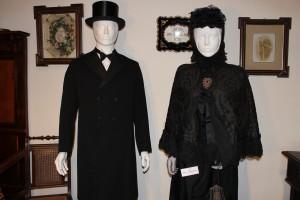 historische Kleidung aus dem 19. Jahrhundert