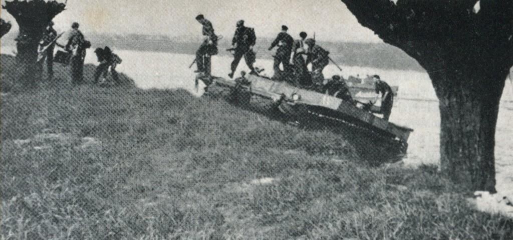 """Britische Schwimmpanzer (""""Buffaloes"""") (aus: Herbert Schwarzwälder – Bremen und Nordwestdeutschland am Kriegsende 1945)"""