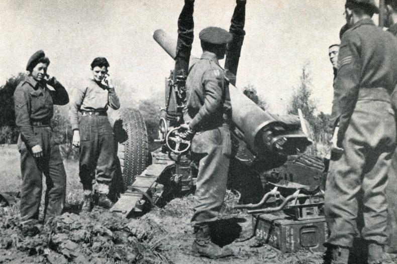 Britische Artillerie beschießt Bremen im April 1945 (aus: Herbert Schwarzwälder – Bremen und Nordwestdeutschland am Kriegsende 1945)