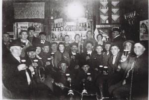 Gäste in der Schankstube von Bothe 1920er Jahre